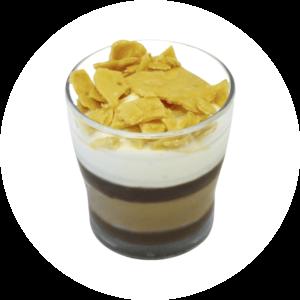 Chocotine Elien : crème glacée chocolat & vanille gousse, nougatine au beurre salé et sauce chocolat.
